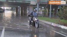Ataköy'de Su Borusunun Patlaması Üzerine Bir Alt Geçidi Su Bastı