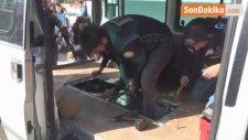 Minibüsün Zulasından 5 Bin 600 Paket Kaçak Sigara Çıktı
