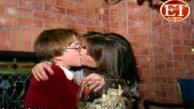 Demi Moore'un 15 Yaşındaki Çocukla Öpüşürken Çekilen Görüntüsü