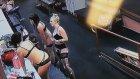 Külotunu Çıkartırken Yere Kapaklanan Striptizci Hatun