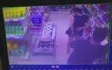 Markette Karısının Dübürünü Fotoğrafını Çeken Adam