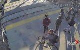Görme Engelli Adamı Tren Çarpmasından Kurtaran Adam  ABD