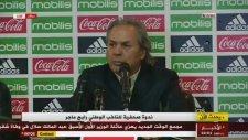 Cezayir Milli Takım Teknik Direktörü Basın Toplantısında Cinnet Getirdi