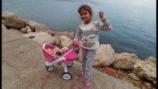 Elif Lala Bebek İle Deniz Kenarında Gezme Keyfinde, Eğlenceli Çocuk Videosu