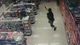 Kucağında Çocuğu Olan Polis İki Hırsızı Öldürdü