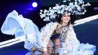 Çinli Model Victoria's Secret Defilesinde Sahnede Yere Kapaklandı