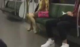 Metroda Orgazm Olan Hatun