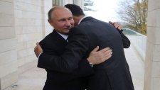 Vladimir Putin Ve Beşar Esad'ın Soçi'de Sıcak Kucaklaşması