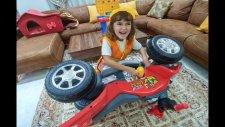 Elif Tamirci Ustası Oldu, Arabası Bozulan Leraya Yardımcı Olmaya Çalışıyor, Eğlenceli Çocuk Videosu