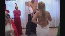 Rus Düğününde Striptiz Şov