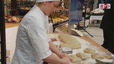 Böcekli Ekmek Raflardaki Yerini Aldı