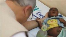 Susuzluktan Ölmek Üzere Olan Bebek Türk Doktoru Ağlattı