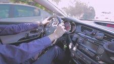 Araba Kullanmayı Tane Tane Anlatan Genç