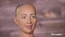Robot Sophia: İnsanları Yok Edeceğim (Türkçe Alt Yazılı)