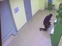 ATM Hırsızının Kameraya Yansıyan Halleri
