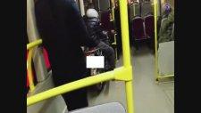 Belediye Otobüsüne Motosikleti İle Binen Yolcu