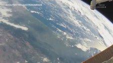 NASA Astronotunun Uzay Yürüyüşünde Dünya'yı Görüntülemesi