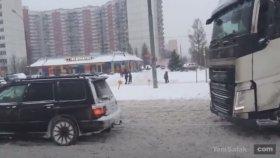 Kara Saplanan TIR'ı Subaru Cip İle Çekmek