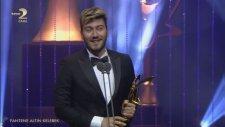 Enes Batur En İyi Youtuber Ödülünü Şeyma Subaşı'dan Aldı