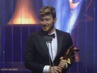 Enes Batur'un Altın Kelebek'te Ödül Alması