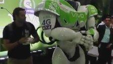 İçine Dansöz Kaçmış Dans Eden Robot