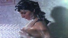 Serpil Çakmaklı Banyo Sahnesi~~kafesteki Kadın?.