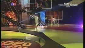 Tarkan Adına Ödül Alan Cem Yılmaz (Bonus M. Ali Erbil) - 2003 Kral Tv Ödülleri