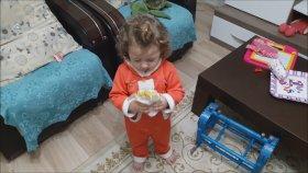İştahlı İştahlı Çiğköfte Yiyen Küçük Kız
