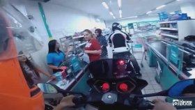 A101'e Motosikleti ile Giren Eleman