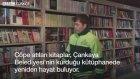 Temizlik İşçileri Çöpten Topladığı Kitaplar İle Kütüphane Kurdu