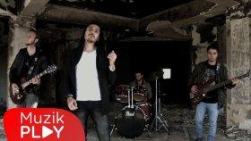 Ferdi Yılmaz - Deliliğin Ucunda (Official Music Video)