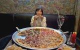 81 Cm'lik Pizzayı Tek Başına Yiyen Japon Kız