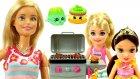 Barbie'nin Barbekü Partisi! Barbie Misafirlerine Salıncak Kurup Şarkı Söylüyor !