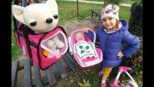 Elif Lala Bebek ve Chi Chi Love İle Parkta Geziyor Bebişler Yemekten Sonra Uykuya Dalıyor