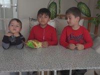 Küçük Çocuklara 90'lar Abur Cuburları Tattırmak