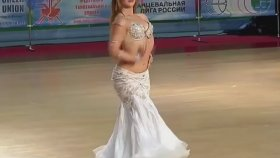 Melek gibi dansöz