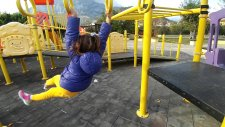 Lala Bebek ve Chi Chi Love Parkta Oynuyorlar.elif İle Kaydıraktan Kayıyorlar ..