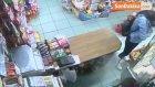 Beykoz'da Marketten Hırsızlık Yapan Genç Kız Kamerada