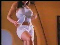 Carmen Electra'nın Ayağından Süt İçmek