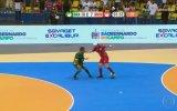 Falcao ve Sean Garnier'in Futsal Kapışması