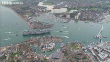 İngiltere'nin Uçak Gemisi HMS Queen Elizabeth'in Su Alıyor