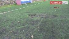 Maç Sırasında Sahaya Kaya Düştü, Futbolcular Faciadan Zor Kurtuldu