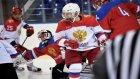 Vladimir Putin Soçi'de Buz Hokeyi Oynadı