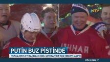 Putin Kızıl Meydan'da Buz Hokeyi Oynadı