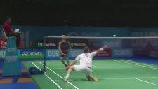 Badminton Oyuncusu Viktor Axelsen'in Müthiş Refleksi