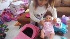 Elif Yeni Bebek Arabası İle Parkta Lala Bebeği Gezdiriyor .