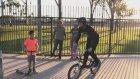 Bahçe Korkuluğunda Asılı Kalan Bisikletli