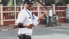 Michael Jackson Hayranı Trafik Polisi