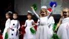 Elifin Yeni Yıl Tiyatro Oyunu İçin Son Provası. Noel Baba Sidirella Kırmızı Başlıklı Kız