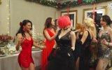 Adnan Oktar'ın Yılbaşında Dansöz Oynatıp Kediciklerle Eğlenmesi
